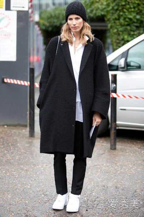 藏肉显瘦的黑色大衣 怎么搭配好看呢? 黑色大衣搭配图片
