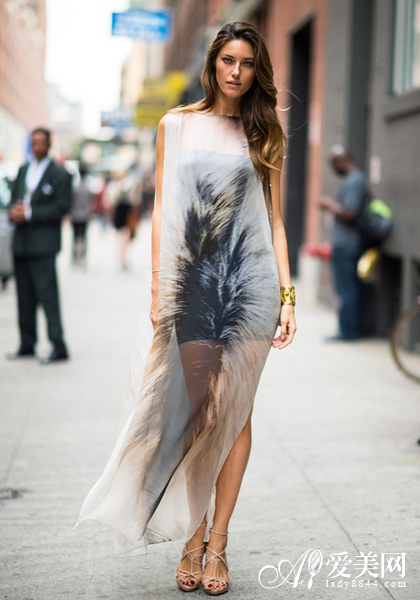 改变身材比例 欧美街拍半身长裙搭图片