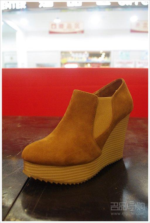 热风/热风 棕色木底坡跟裸靴