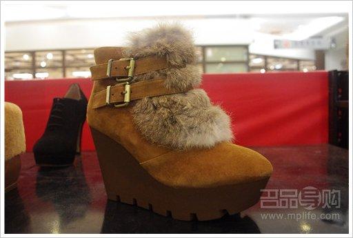 热风/热风 棕色毛毛皮带扣坡跟裸靴