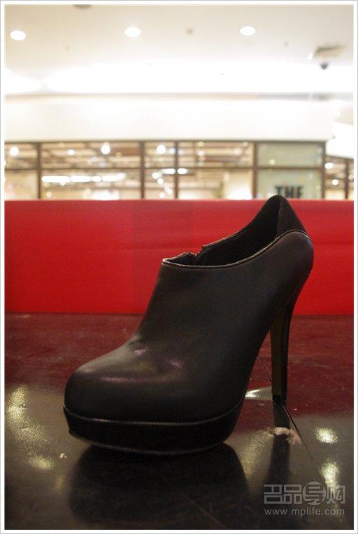 热风/热风 黑色防水台高跟裸靴