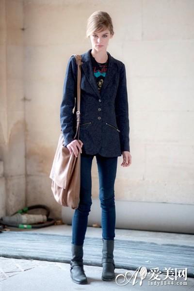 铅笔长裤+马丁靴