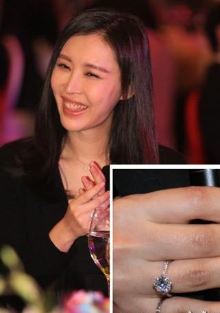 奶茶妹跟了京东老板 盘点中国富豪太太团