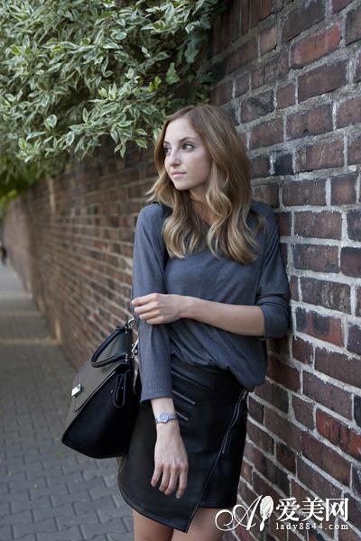 +黑色皮革夹克+帆布鞋