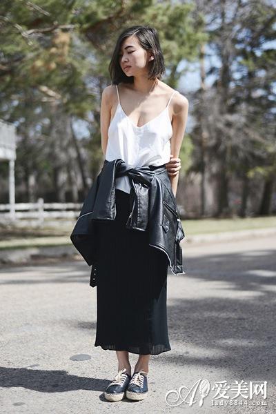 长裙+黑色休闲鞋