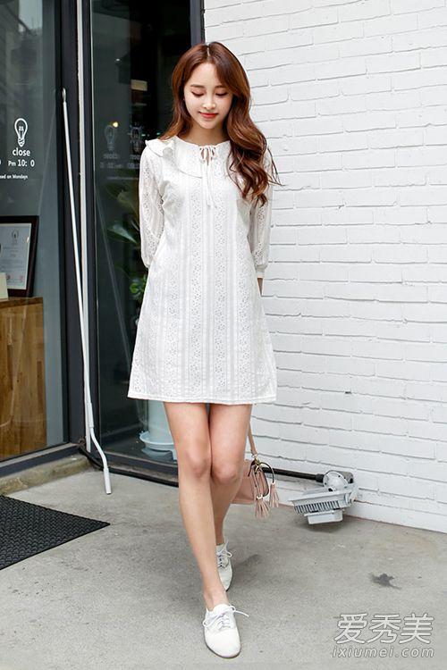 荷叶花边领设计的白色连衣裙