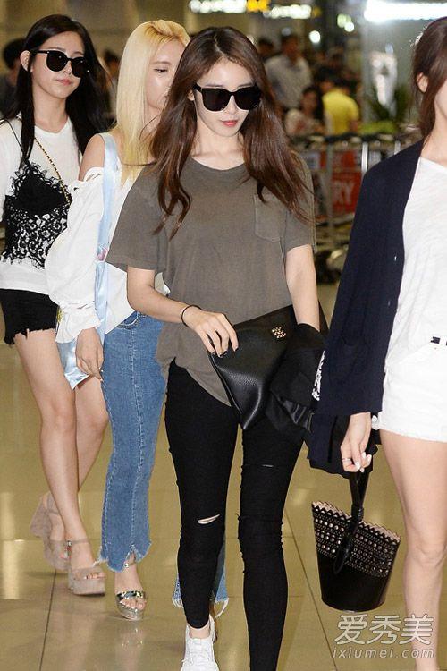 手拿包好时髦 韩国女星靠ta凹造型 明星包包街拍