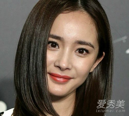 杨幂化妆的样子也很漂亮,妆容精致让她看起来更美丽大方.-谢娜卸