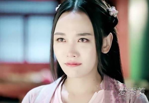 刘涛选择的是盘发发型,头上那古典的发饰,加上甜美的笑脸,将白素贞图片